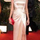 Adevarul despre viata amoroasa a Anglinei Jolie: a avut o relatie cu o femeie si inca doua casnicii esuate inainte sa il intalneasca pe Brad Pitt