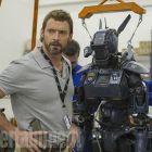 Primul trailer pentru filmul Chappie, creat de regizorul filmelor District 9 si Elysium: Hugh Jackman vaneaza robotul care poate schimba viitorul umanitatii