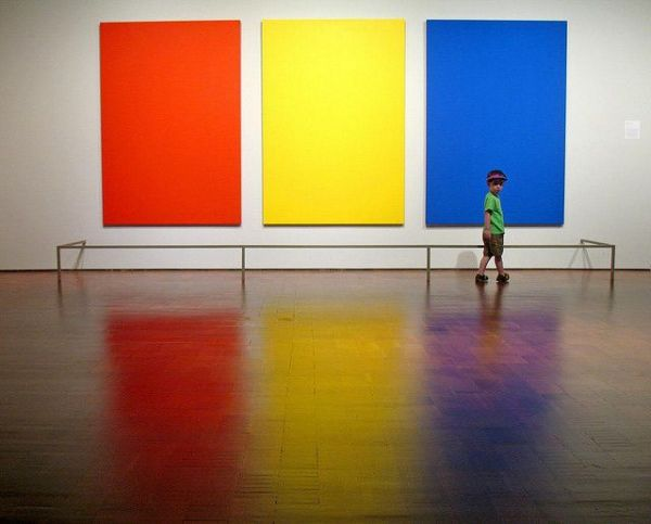 Fii #vanator de tricolor  Rosu, galben si albastru, cele 3