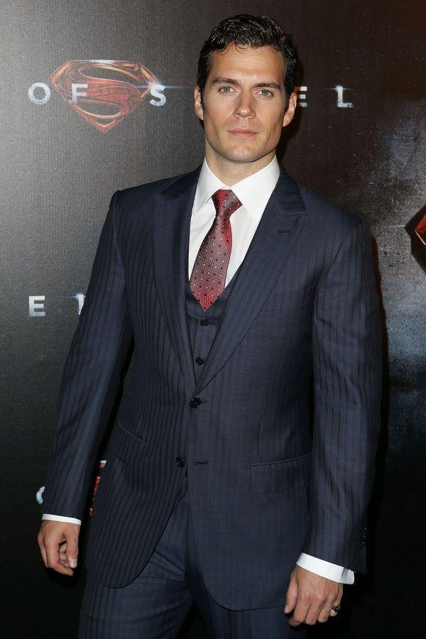Starul francizei Superman, Henry Cavill, are o relatie cu Paris Hilton