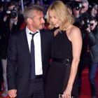 Charlize Theron, absolut stralucitoare la premiera filmului The Gunman: frumoasa actrita si-a sustinut logodnicul, Sean Penn