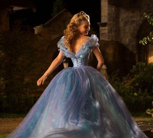 11 lucruri inedite pe care trebuie sa le stii despre Cinderella: cum a fost creata rochia cu 10.000 de cristale Swarovski a Cenusaresei pe care orice fata viseaza sa o poarte