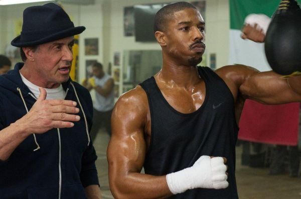 Sylvester Stallone alias Rocky devine mentorul unui tanar boxer, in filmul bdquo;Creed
