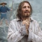 Prima imagine cu Liam Neeson in  Silence , film regizat de Martin Scorsese: actorul a trecut printr-o transformare spectaculoasa