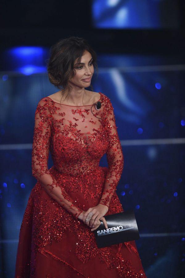 Madalina Ghenea, aparitie ravasitoare la Festivalul de muzica de la San Remo. Tinutele cu care frumoasa romanca a atras toate privirile