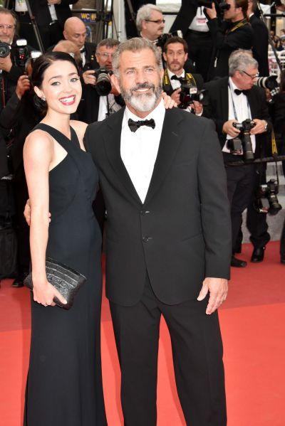 GALERIE FOTO Cannes 2016: cele mai frumoase imagini de pe covorul rosu. Mel Gibson a venit insotit de iubita sa, in varsta de doar 25 de ani, la ceremonia de inchidere