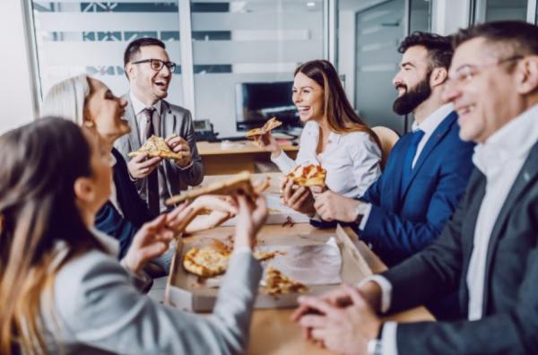 (P) Prânzul la birou: 5 mâncăruri sățioase pe care le poți servi