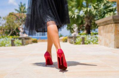 (P) Cu ce se poartă pantofii stiletto?