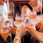 (P) 3 ținute elegante și moderne pe care le poți purta cu succes la un cocktail de vară