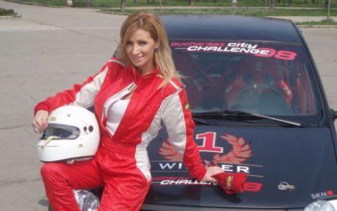 Iepurasul Playboy impatimit de viteza, Andreea Necula, la ProMotor