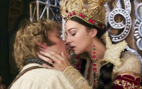 Monica Bellucci s-a lasat sarutata de Matt Damon la filmarile pentru Fratii Grimm