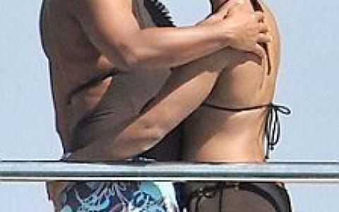 Alicia Keys si-a aratat burtica FOTO!