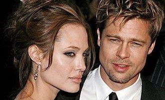 Angelina Jolie se plange ca Brad Pitt nu este inventiv in pat