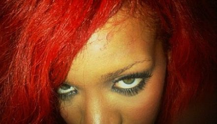 Rihanna si-a pus extensii si s-a ars cu placa de intins parul
