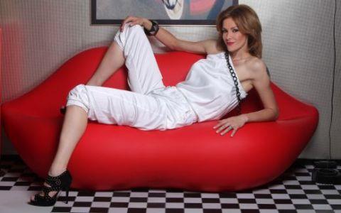 www.sport.ro a transmis live sedinta foto a Roxanei Ciuhulescu cu Mercedes E350 Coupe