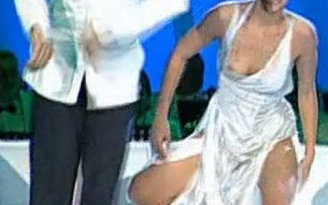 Andreea Popescu, ex-iubita lui Liviu Varciu, si-a aratat un san la  Dansez pentru tine  VIDEO si FOTO!
