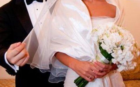 Teodora Butuc, corespondentul Stirilor Pro Tv, a avut rochia de nunta inscriptionata cu promisiunile sotului FOTO!