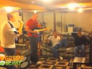 Isi pierde mintile din cauza unui joc si distruge televizorul VIDEO