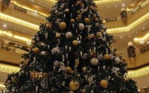 Cel mai scump brad de Craciun din lume, peste 11 milioane de dolari, la Abu Dhabi FOTO
