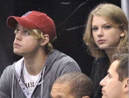 Taylor Swift inceraca sa-l inlocuiasca pe Jack  Gyllenhaall cu un frumusel din  Glee !