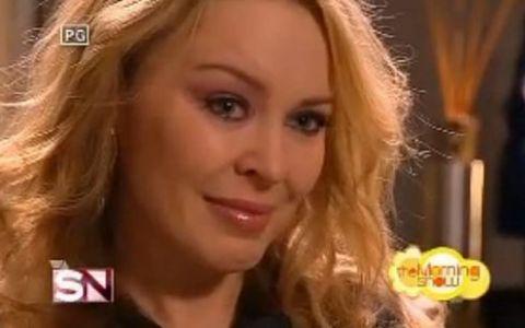 Kylie Minogue a izbucnit in plans in timpul unui interviu! VIDEO
