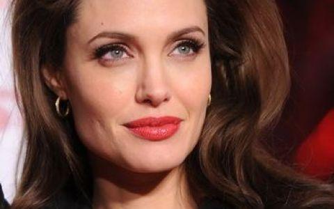 Angelina Jolie, in continuare cea mai dorita femeie din lume! Vezi trailerul  Lara Croft: Tomb Raider !