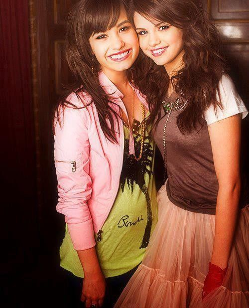 Selena Gomez si Demi Lovato, la cutite din cauza geloziei. Afla cum se inteleg acum cele doua