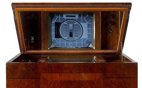 Cel mai batran televizor inca functional din Anglia se vinde la licitatie