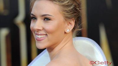 Scarlett Johansson se joaca de-a Marilyn Monroe! VIDEO