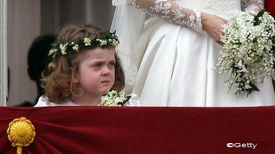 AMUZANT: Fetita care a stricat albumul de nunta al lui Catherine! FOTO