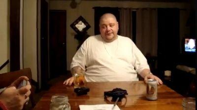 Barbat in toata firea care plange ca un bebelus! SUPER VIDEO