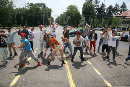 Baletul Edi Stancu, trupa Freakquency si DJ-ii ProFM, super filmare pentru videoclipul  Rollin  !  Asculta AICI Trupa Trupelor!