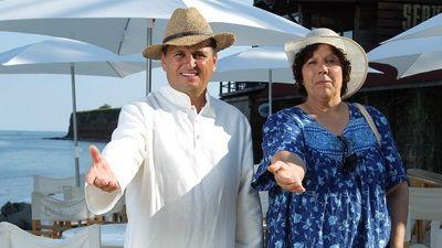 Nea Marin isi deschide bar si restaurant la 2 Mai, in noul sezon  Serviti, va rog!  Afla ce va face Liviu Varciu si doamna Bamboi!