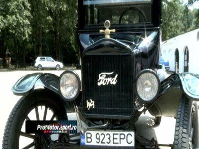 Tu ai merge cu o masina Ford din 1923 prin oras? Vezi aici cum trebuie sa o conduci. VIDEO!