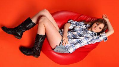 Cristina Ciobanasu debuteaza in muzica alaturi de  La-La Band
