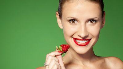 Reteta naturista de albit dintii! Vezi alte 5 tratamente de infrumusetare a pielii cu fructe