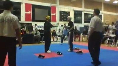 Uite cum boxeaza doi buni prieteni! Ce ar zice Bute despre asta? VIDEO