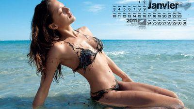 Fete SUPER SEXY intr-un calendar-avertisment! FOTO