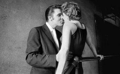 Afla cine este fata cu care se saruta Elvis Presley in celebra fotografie  The Kiss!