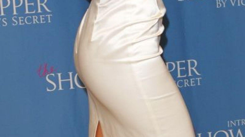 Adriana Lima, cu sutienul pe umar la o petrece din New York