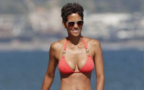 45 de motive pentru Halle Berry sa zambeasca. Actrite de peste 40 de ani care arata perfect in bikini
