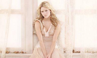 Reese Witherspoon, lovita de o masina icirc;n timp ce facea jogging