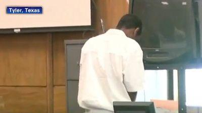 Gest inadecvat! Uite ce a facut un adolescent in timp ce era in sala de judecata.