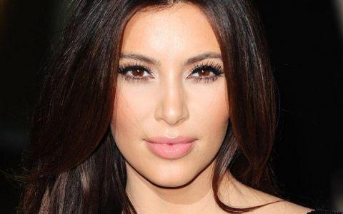 10 celebritati neretusate. Unele - cu acneea, ridurile si celulita la vedere, altele - fara cusur