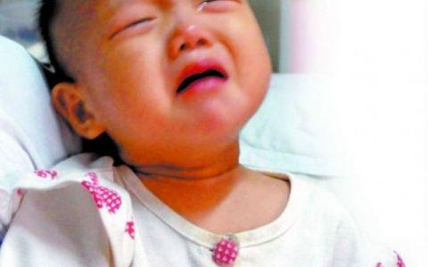 O fetita de 2 ani a fost operata pe viu, fiindca parintii nu si-au permis sa plateasca anestezia