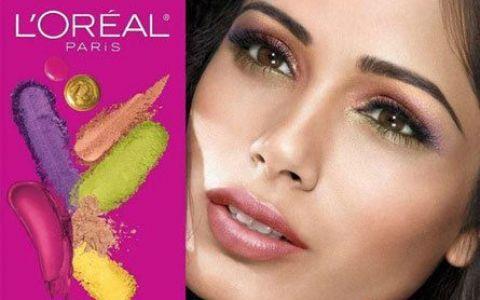 Freida Pinto, albita in Photoshop pentru o reclama la cosmetice?
