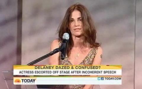 S-a facut de ras! O actrita a venit beata la un eveniment important si a tinut un discurs de toata JENA:
