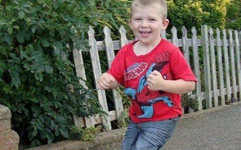 Aventuros inca de mic! Un copil de 3 ani a fugit din prima zi de gradinita si s-a dus singur acasa! FOTO