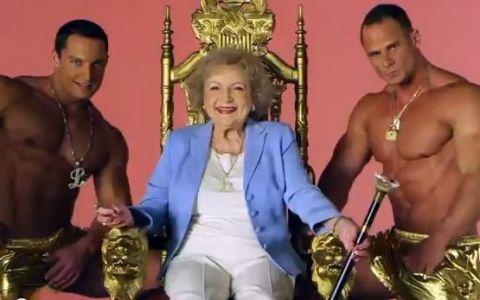SUPER FUNNY. Betty White canta  I m still hot  pe ritm de hip-hop! Vezi aici VIDEO: