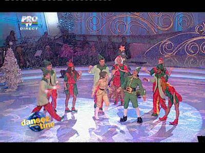 Pepe si Andreea Toma, doi elfi saltareti plini de energie! Mos Craciun le-a adus numai note de 10 la musical